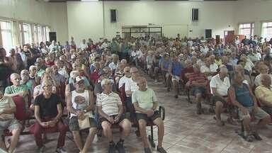 Aposentados e pensionistas assistidos pelo Portus realizam reunião - Eles buscam uma solução para impedir o aumento das contribuições que o Portus quer implantar a partir de abril.