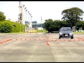 Terceira reportagem da série mostra a diferença dos carros com e sem sistema ABS - Confira dicas para evitar acidentes.