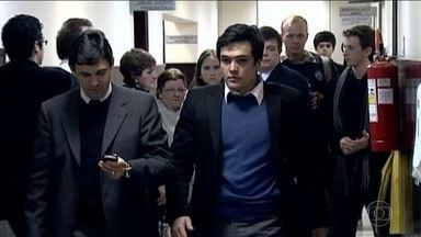 No Paraná, ex-deputado Carli Filho é condenado a nove anos de prisão - Em 2009, dirigindo após beber e em alta velocidade, ele provocou um acidente que matou dois jovens.