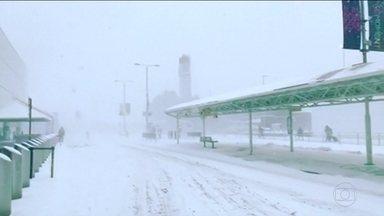 Onda de frio que atinge a Europa ganha apelido de Fera do Leste - Há regiões em que a temperatura chegou a 30 graus abaixo de zero. Governo britânico emitiu alerta vermelho na Escócia por causa da neve