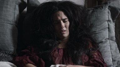 Lucrécia acorda de ressaca e pede desculpas a Augusto - A rainha de Montemor decide ir ao encontro do marido no torneio. Augusto é elegante e finge não se lembrar do incidente com Lucrécia