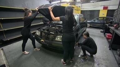 Mãe e filha abrem autopeças apenas com funcionárias mulheres - Em um mercado majoritário de homens, o grande trunfo de Daniela e Gabriela Alves é contratar apenas mulheres para trabalhar com autopeças