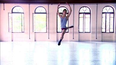 São Paulo Companhia de Dança completa 10 anos - Conheça a história de Yoshi Suzuki, bailarino profissional que está desde o início na companhia.