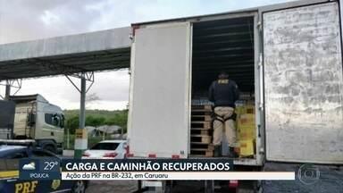 Caminhão e carga de bebidas roubados são apreendidos pela polícia no Agreste de Pernambuco - Veículo com placa de Seropédica, no Rio de Janeiro, foi capturado em Caruaru