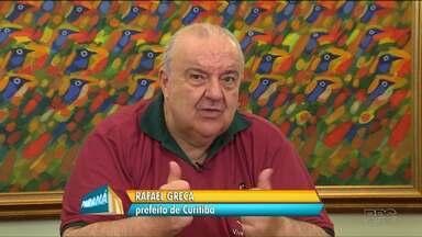 Prefeito diz que passagem de ônibus não deve subir até o fim deste ano, em Curitiba - O prefeito disse que o aumento da tarifa, no ano passado, foi suficiente pra equilibrar as contas da URBS e ainda fazer um caixa de quarenta milhões de reais.