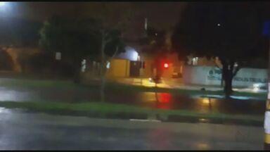 Chuva forte deixa ruas alagadas em Araras, SP - Segundo o Corpo de Bombeiros, não houve feridos.