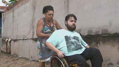 Sem transporte, cadeirante de São Carlos está há quase 2 anos sem ir para escola - Sonho de Anderson José da Silva é ter um diploma.