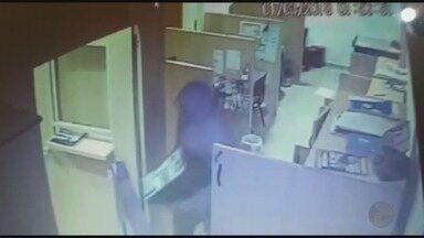 Câmera de segurança flagra furto a distribuidora em Ribeirão Preto - Quadrilha levou computadores e equipamentos: prejuízo de R$ 15 mil.