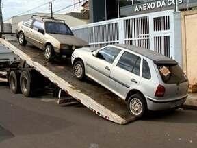 Operação Lata Velha fecha a semana com o recolhimento de 20 veículos - Carros estavam abandonados em vias públicas em Presidente Prudente.