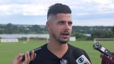 Cicinho se despede do Brasiliense e anuncia coletiva no estádio do Morumbi - Cicinho se despede do Brasiliense e anuncia coletiva no estádio do Morumbi