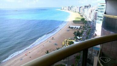 Hotéis têm melhor verão dos últimos anos no ES, diz associação - Estação voltou a trazer muitos turistas ao Espírito Santo após um período de crise econômica.