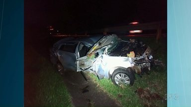 Homem e adolescente morrem durante fuga na BR277 - Eles assaltaram uma casa e capotaram carro