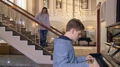 Conheça o jovem pianista Victor Lins - Pianista mirim realiza sonho de tocar no Teatro Amazonas.