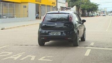 População reclama da falta de sinalização da obra da Rua Duque de Caxias - O local está em fase de asfaltamento.
