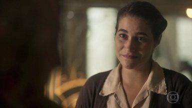 Izabel deixa escapar para Henriqueta que Inácio foi a Quinta para se despedir - Henriqueta fica aflita com o retorno do sobrinho