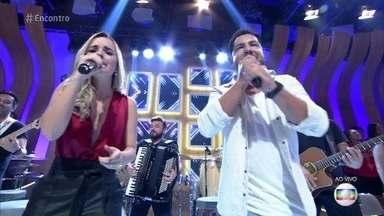 Thaeme e Thiago se apresentam no palco do 'Encontro' - Dupla anima a plateia com sucessos