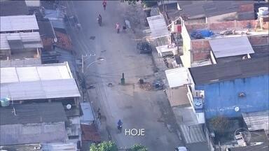 Traficantes recolocam barricadas retiradas pelo Exército no sábado - Moradores da Vila Kennedy, na zona oeste do Rio, contaram que os traficantes voltaram a colocar os tonéis com concreto e madeira nas ruas, poucas horas depois de os militares saírem.