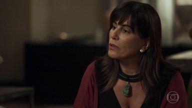 Elizabeth acusa Jô de ser a culpada por sua tragédia - Mãe de Clara e Adriana afirma que foi manipulada pela rival e garante que ela ajudou Natanael a destruir sua vida