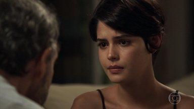 Adriana fica apreensiva com a possibilidade de estar doente - Henrique conversa com a filha sobre as suspeitas dos médicos