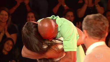 Sarah e Rodrigo se reencontram no fim do 'The Wall' e descobrem o valor da premiação - Atletas se emocionam no reencontro no palco do 'The Wall'