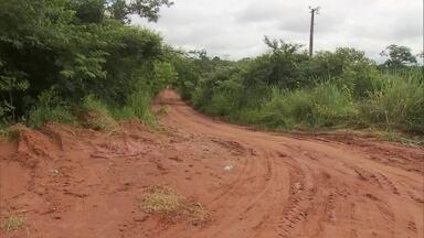 Alunos da Fercal continuam com dificuldades para chegar à escola - Redação Móvel volta à Fercal para mostrar a dificuldade dos alunos no caminho para escola.