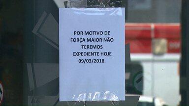 Agência bancária é assaltada em Londrina - Ladrões fugiram levando um malote do banco.