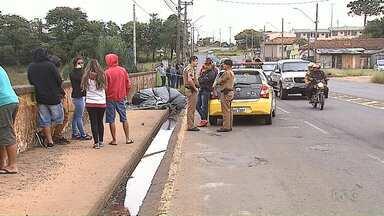 Carro do IML demora quase 7 horas para recolher corpo de jovem assassinada em Ponta Grossa - A família disse que passou a noite velando a vítima e aguardando a viatura do IML.