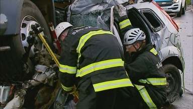 Jovem morre em acidente de trânsito no dia do aniversário em Itirapuã, SP - Carro da vítima bateu de frente com um caminhão na Rodovia Ronan Rocha.