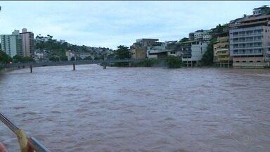 Nível do Rio Itapemirim sobe e Defesa Civil fica em alerta, no Sul do ES - O alerta é de chuva forte para a região.
