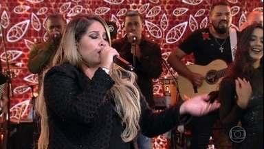 Marília Mendonça canta sucesso 'Infiel' - Cantora leva toda a sua energia ao palco do Domingão