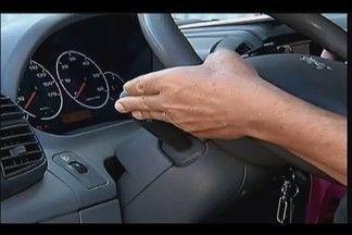 Em Uberaba, 50% dos motoristas não usam seta no trânsito - A estimativa é do Setor de Educação no Trânsito da cidade. A multa para quem não usa a sinalização é de quase R$ 196.