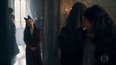 Lucrécia vai ao quarto de Catarina enquanto Rodolfo está no local - Lucíola e Latrine tentam impedir a rainha de entrar, mas Lucrécia insiste. Disfarçado de frade, Rodolfo não é reconhecido pela mulher