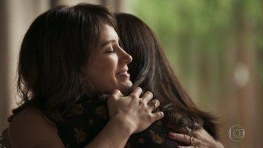Clara pede que Elizabeth a registre como filha - Milionária estranha quando Patrick pergunta se Beth está se sentindo bem