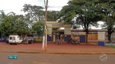 Após sumir na saída da escola, criança é encontrada com desconhecido em Dourados - Em Dourados, uma criança foi encontrada por policiais em um parque, na companhia de um desconhecido, depois de ter sumido na saída da escola.