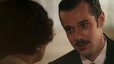 Fernão se emociona com declaração de Emília - Ela está decidida a vender todos os seus bens para acompanhá-lo à Paris