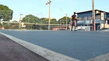 Moradores da Serra, na Grande Vitória, participam de projeto de tênis - O projeto funciona durante a semana.