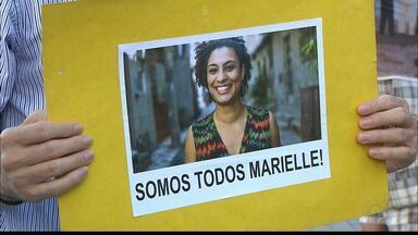 'Outras Marielles virão', diz tia da vereadora assassinada no Rio, em vigília na Paraíba - Manifestantes fizeram protesto ontem, em João Pessoa. Ministro diz que balas usadas no crime são de lote roubado na Paraíba.