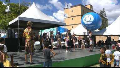 Moradores de Mandacaru, em João Pessoa, recebem Circuito Comunidade - Muito gente foi aproveitar o sábado na praça com diversão e vários serviços.