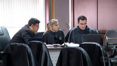 Julgamento do acusado de matar dono de postos dura cerca de 10 horas - Julgamento do acusado de matar dono de postos dura cerca de 10 horas
