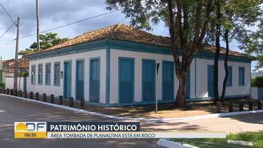 Área tombada do centro histórico de Planaltina sofre com descaracterização - Moradores da cidade mais antiga do DF estão alterando casas de estilo colonial na região da praça Salviano Monteiro.