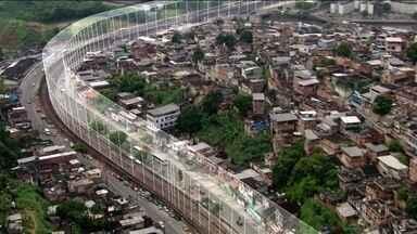 Disputa entre traficantes e milícias impõe 'muros invisíveis' aos moradores do Rio - A Favela de Acari e o Complexo da Pedreira são dominados pela mesma facção. Já o Complexo do Chapadão está nas mãos de um grupo rival. A linha do metrô virou uma fronteira intransponível pra população.
