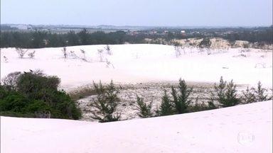 Maior duna isolada do Sudeste brasileiro é Cartão postal de Cabo Frio - Com 33 metros, a Dama Branca é um patrimônio reconhecido pela importância, pois serve como uma camada que protege o manancial de água.