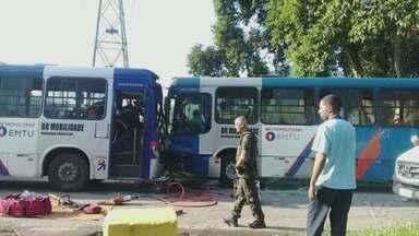 Acidente entre dois ônibus deixa quatro feridos em Cubatão - Após colisão frontal, vítimas foram encaminhadas para o Pronto Socorro e passam bem.
