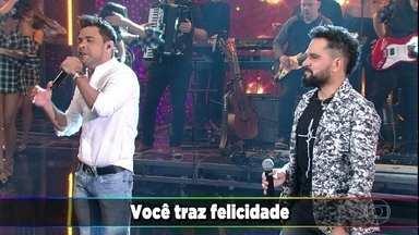 Zezé Di Camargo e Luciano cantam 'É o Amor' no palco do 'Domingão' - A dupla sertaneja participa do quadro 'Ding Dong'