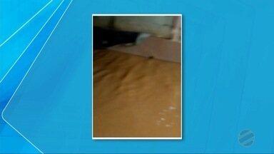 Moradores têm casa invadida por chuva em Dourados - Eles perderam vários objetos e utensílios.
