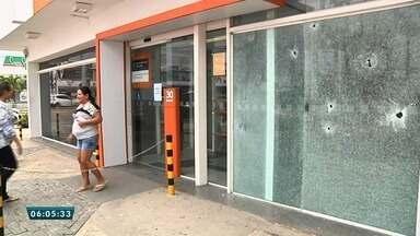 Agência bancária é alvo de ataque de bandidos na Avenida Washington Soares - Saiba mais em g1.com.br/ce