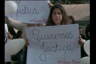 Familiares de Renan Garcia protestaram pedindo justiça - O rapaz morreu vítima de um atropelamento no Parque da Fenamilho.