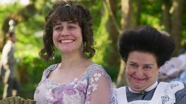 Susana manda Petúlia ficar de olho em Lídia - Ela comenta com a empregada que tem planos para usar a filha mais nova de Ofélia
