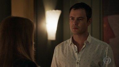 Gael enfrenta Sophia e diz que vai lutar a favor de Clara - A vilã afirma para o filho que vai destruir a ex-nora antes dela concluir sua vingança e se surpreende com a reação dele