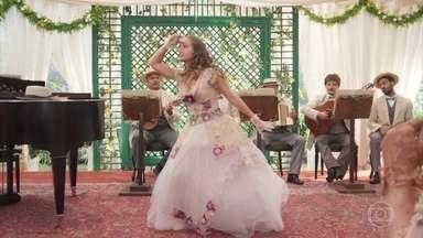Lídia apresenta sua dança no sarau - Ema toca piano no sarau